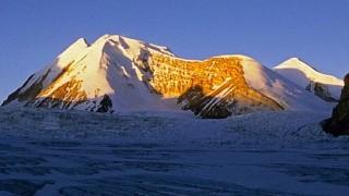 Saribung Peak